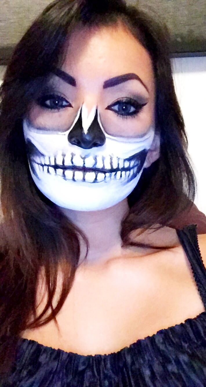 Halloween make-up skull