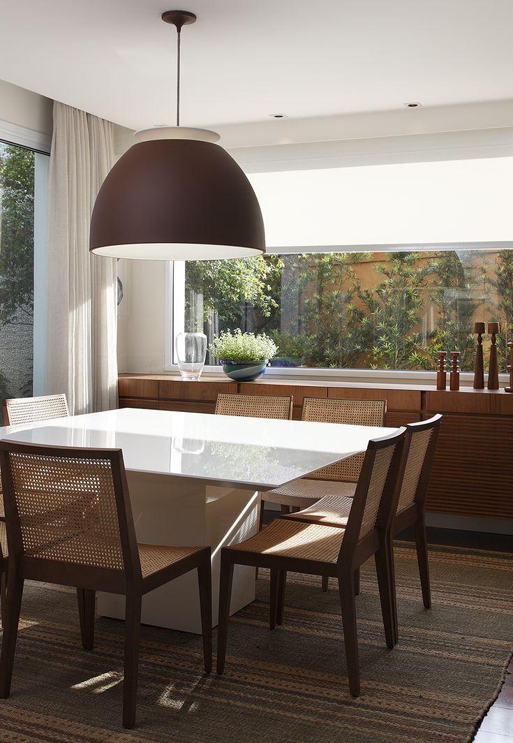 Decoração de: Sala de jantar; mesa branca quadrada; Casa de Valentina