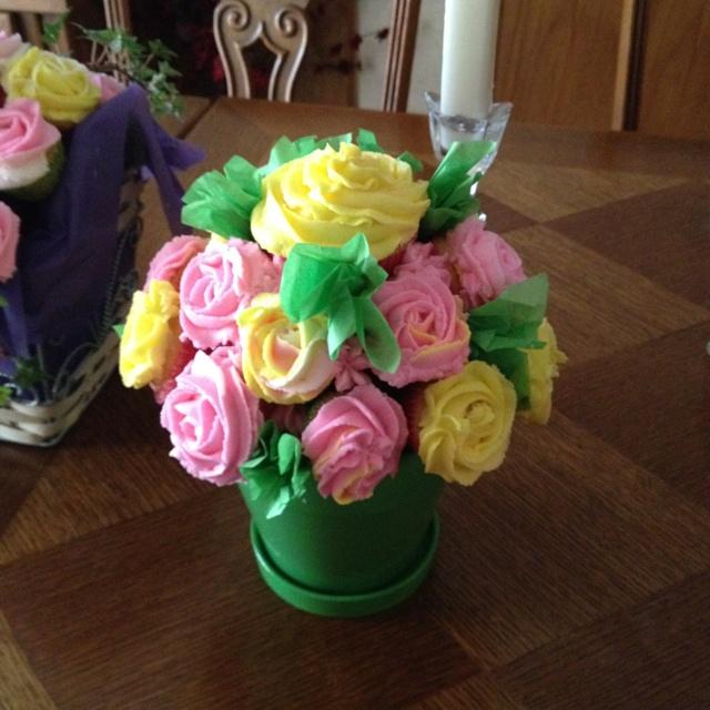 Cupcake flower pot