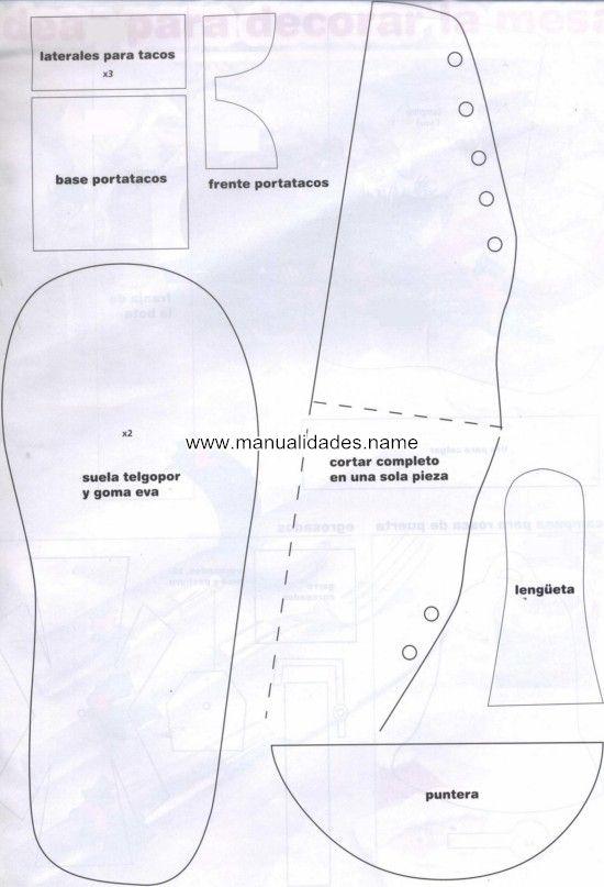 Buenos días a todas.  Hoy me he puesto con un proyecto que he visto en  Internet. Os cuelgo los patrones de estas zapatillas y el port...