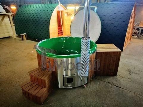 Badestamp i glassfiber med integrert ovn: levende farger