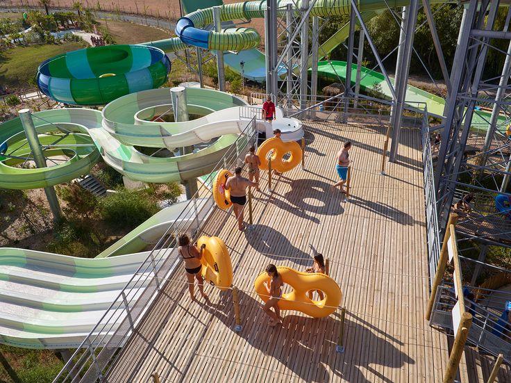 Faites un tour à O'Gliss Park en Vendée et découvrez les produits Vivre En Bois #terrasse #bois #Ibiza #aménagement  #aquatique #parc #attraction
