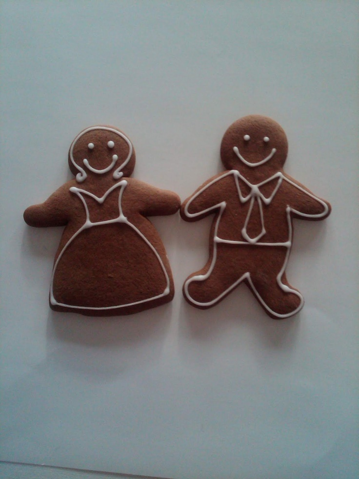 Gingerbread bride and grooms as edible favours. Can bake to look like us :-)