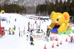 仙台市内から車で分という便利な立地にあるのが宮城県柴田郡川崎町にあるセントメリースキー場 ここにはそり専用コースと初心者コースからなるキッズランドがあってファミリーに人気 50mのベルトコンベアー式登坂装置がついているから小さい子どもでも楽に繰り返しソリ遊びを楽しむことができますよ セントメリースキー場で家族でスキーを楽しもう()/ tags[宮城県]