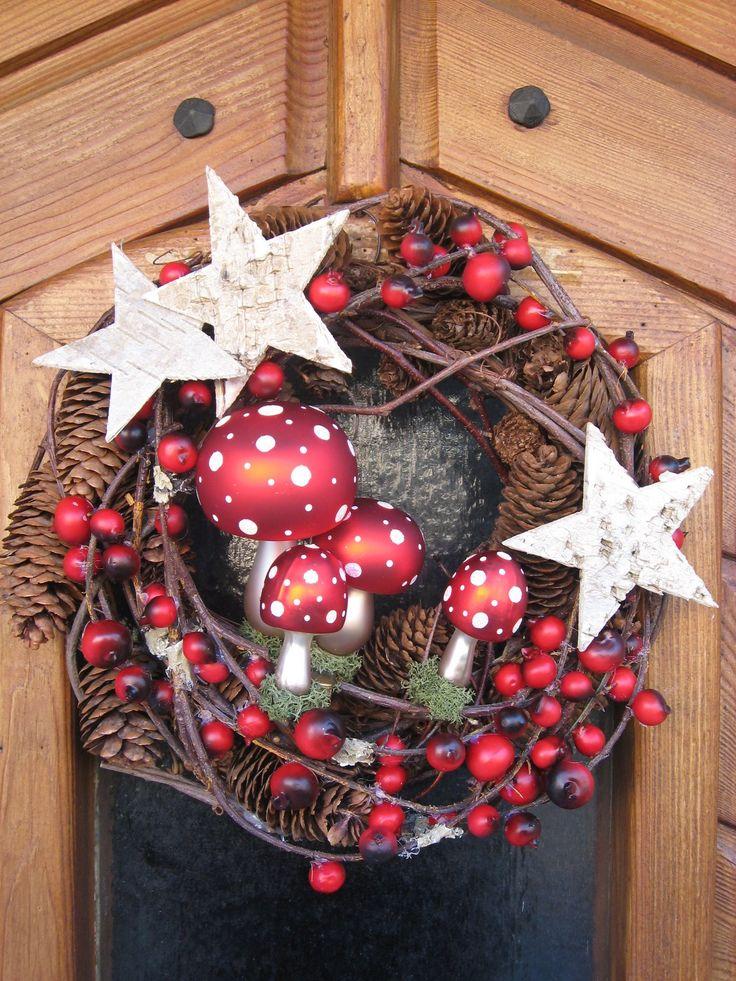 Wunderbar weihnachtlicher Türkranz. Für euch gefunden bie mamaskram.blogspot.de