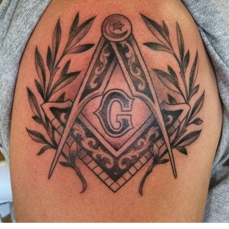 "222 Likes, 3 Comments - Masonic Tattoo Network (@masonictattoos) on Instagram: ""Beautiful square and compasses by @brian_garten"""