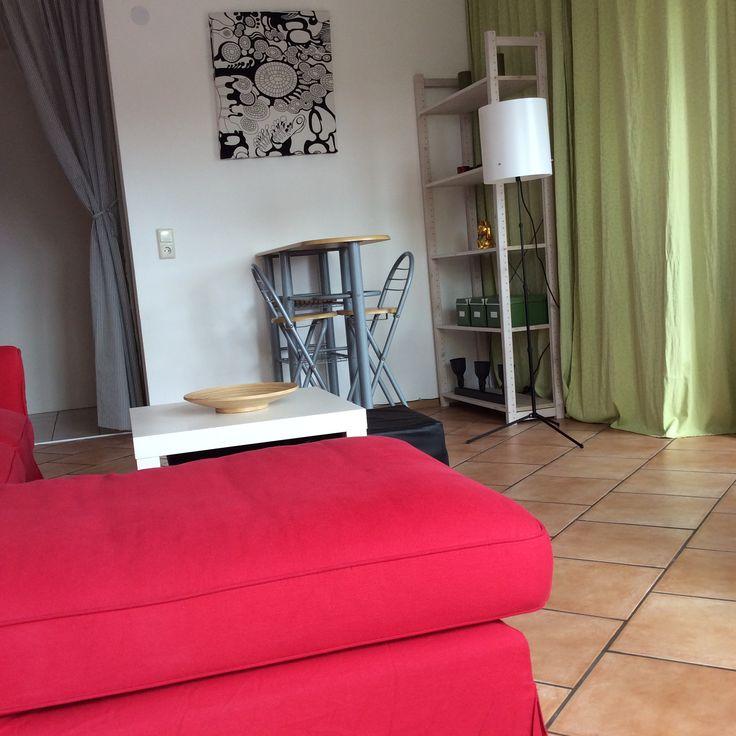 Living Room inspired by Chuck Bass' apartement (Gossip Girl, Christina Tonkin) inspired. IKEA Berlin Wall Art, IKEA Ektorp Idemo Red, IKEA Trogsta Lamp, IKEA Lack Side Table White, IKEA Hultet Dish, IKEA Ivar Shelve
