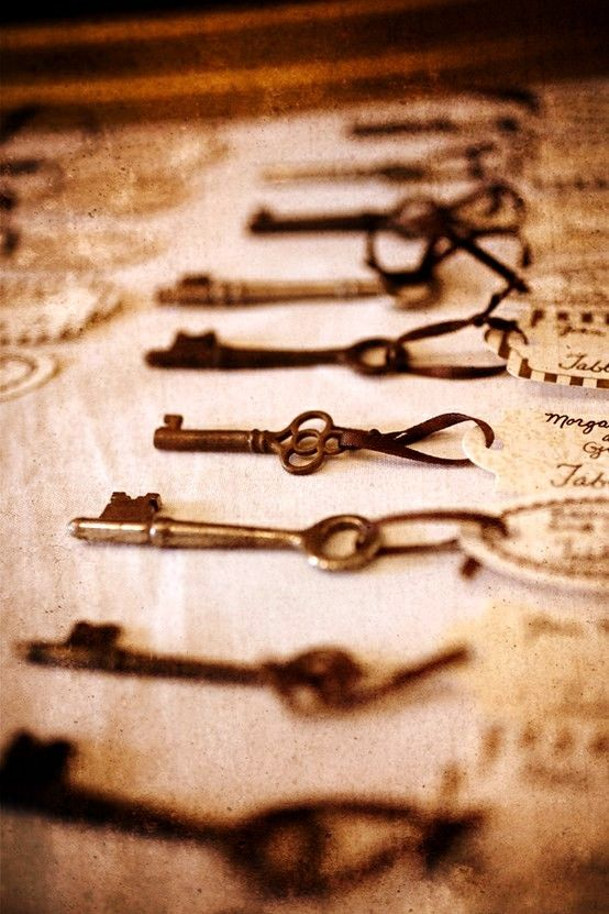 great vintage-inspired idea to help your guests find their seats. {DIY Tip} Gather a few old skeleton keys and secure the names of your wedding guests to each key. Display the keys laid out in a vintage box for your guests to see so that they can pick out their key.