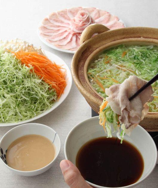 豚肉とキャベツがあれば、すぐ作れる!シャキシャキの細切り野菜をおいしくたっぷり食べられる、この冬のおすすめ鍋です♪
