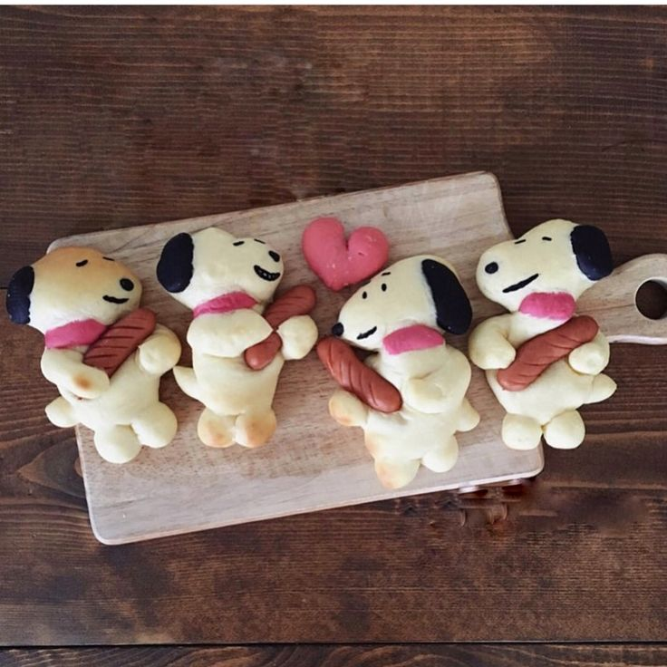 via @konel_bread  #worldsuniquedesigns #loveit #bread #breads #breaddesign #breadlife #breakfast #cutebreakfast #meal #mealplan #snoopy #mealideas #mealtime #snoopylover #likepost #likelikelike #breadwithsausage #sausage #sausages #cutehotdog #hotdog