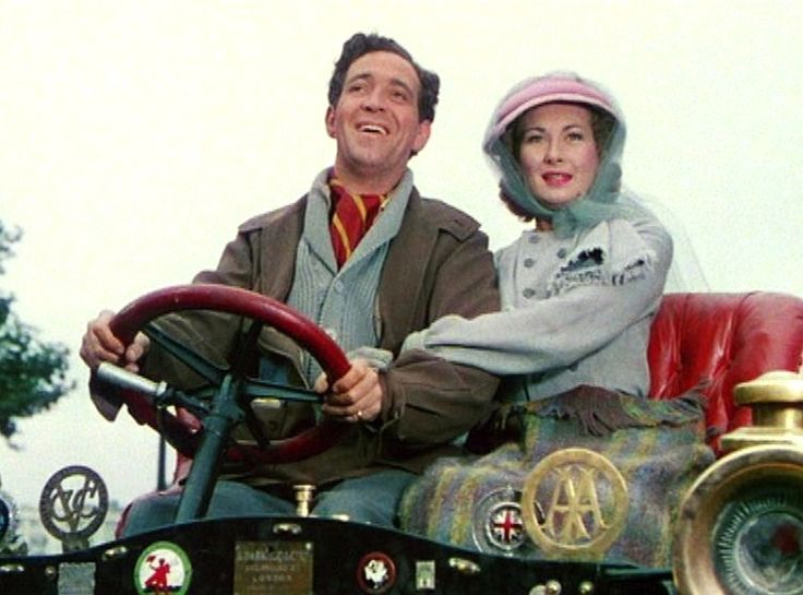 John Gregson and Kay Kendall driving Genevieve in 1953