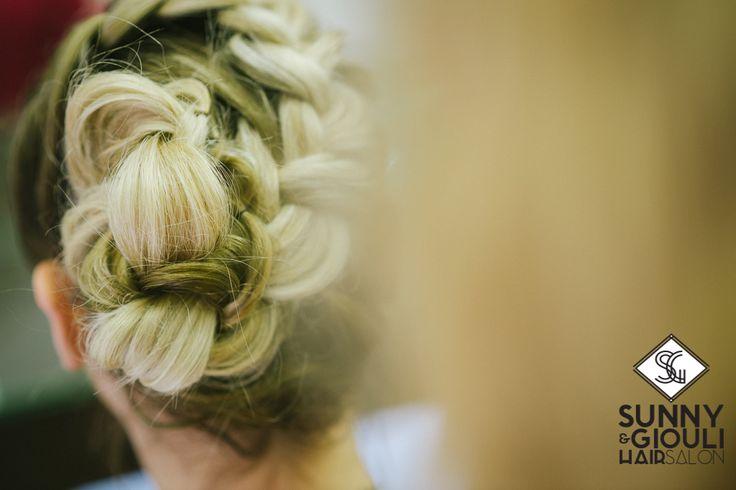 #Κότσοι: ό,τι πιο in fashion για το φετινό χειμώνα! Ανάλογα με το ύφος, χαρίζουν από ανέμελο ρομαντικό έως αριστοκρατικό #look. Αν το μήκος των #μαλλιών σας το επιτρέπει, μια δοκιμή επιβάλλεται!  Sunny & Giouli Hair Salon Photo: Christos Mavraganis