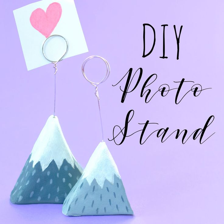 Learn how to make a Scandinavian style mountain photo holder out of clay with this tutorial. They make a great addition to the home decor and could also be used as DIY place card holders for weddings and parties!
