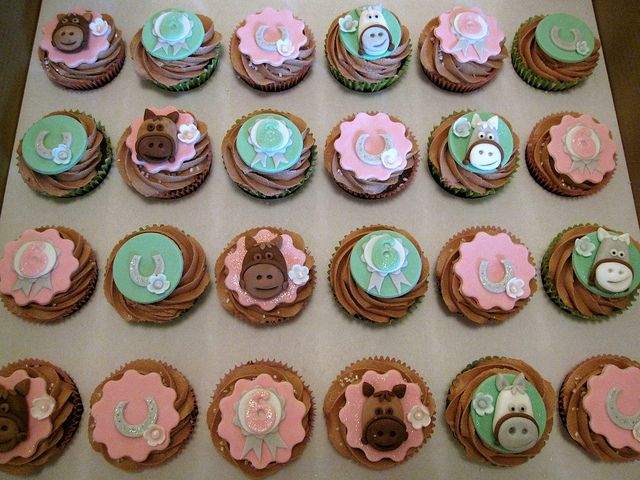 horse cupcakes | horse cupcakes some horse themed cupcakes for an equestrian birthday ...