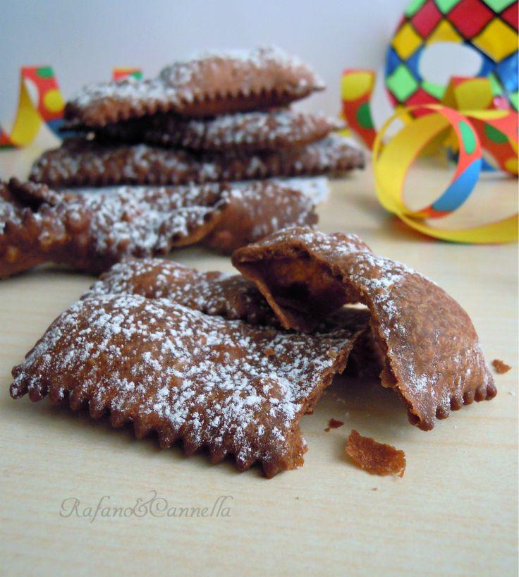 Chiacchiere al cioccolato http://blog.giallozafferano.it/rafanoecannella/chiacchiere-al-ciccolato/