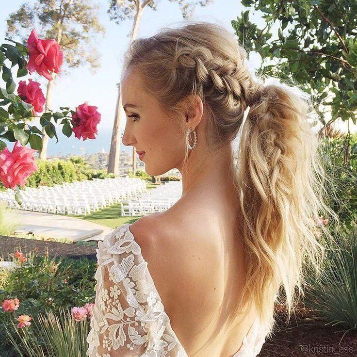 編み込みと逆毛でボリュームを出すナチュラルな雰囲気のエンパイアスタイルにはとても似合う♡ 〜エンパイアドレスに似合う髪型 ポニーテール参考〜