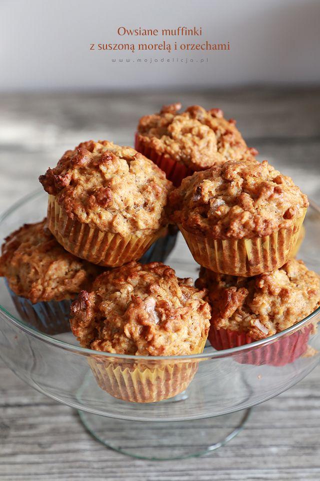 Zdrowe i pożywne, świetne dla dzieci. Owsiane muffiny z suszoną morelą, orzechami, miodem i cynamonem. Na jogurcie naturalnym. Bez cukru.