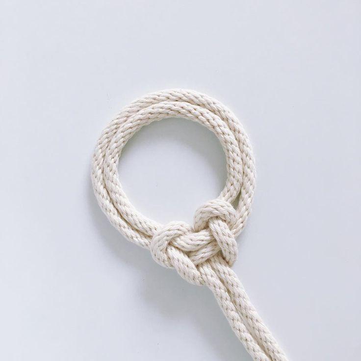 いいね!171件、コメント10件 ― Windy Chienさん(@windychien)のInstagramアカウント: 「A Double Parallel Loop Knot that's pleasantly round. #yearofknots #knotaday #windychienmacrame…」