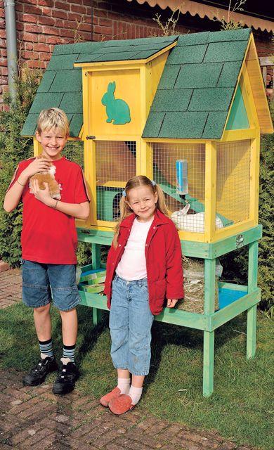 Einen Kaninchenstall kannst du auch selbst bauen: Wir haben die Schritt für Schritt Bauanleitung für den Nagerkäfig.