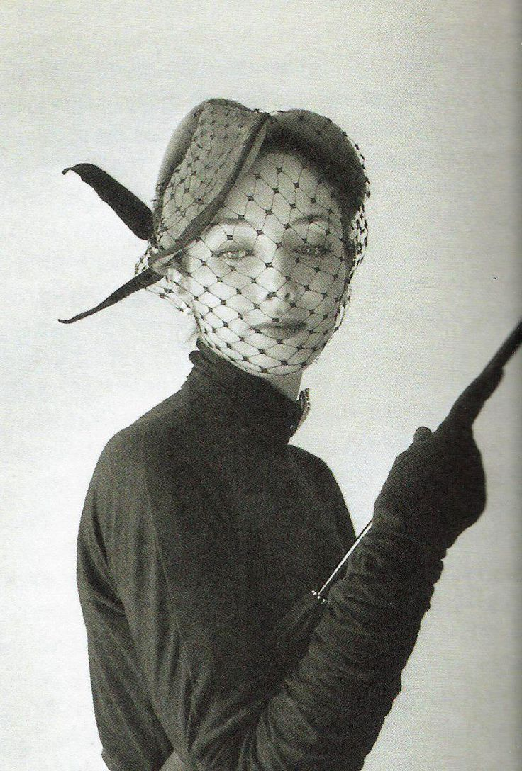 theyroaredvintage:  Jaques Fath ensemble photographed byWilly Maywald,1951.