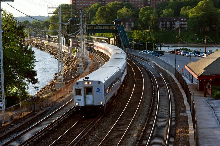 Commuters to Manhattan use the Scarborough Station of the Metro-North Railroad Hudson Line - Briarcliff Manor, N.Y., Family-Centric Community - NYTimes.com