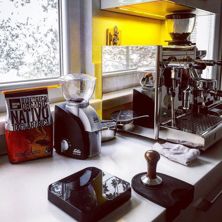Evdeki baristalar için güzel bir gün  Enjoying snow at home with #espresso #coffee #homebarista #ecmespresso #solis #acaia #ceado #twitter #coffeetime #espressoperfettotr