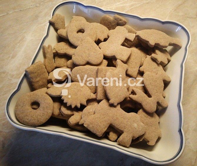 Recept na jednoduché skořicové sušenky, které se hodí třeba na dětskou oslavu. Recept je tak jednoduchý, že ho zvládne i dítě.