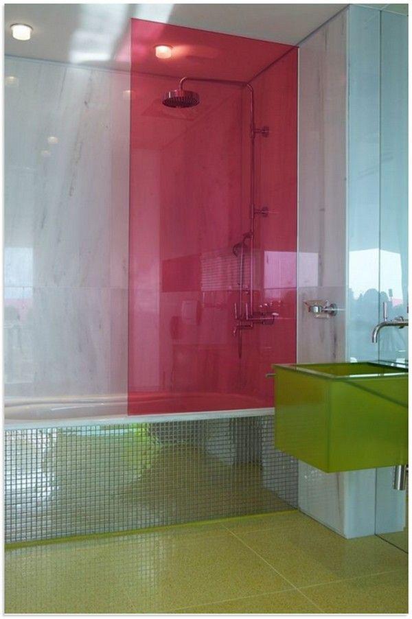 Идеи для ванной из цветного стекла