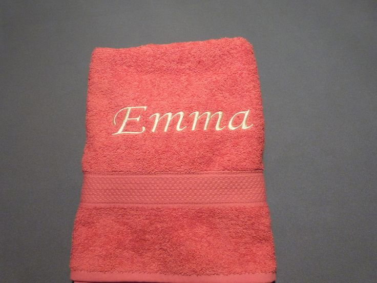 Handtücher - Mit Wunschnamen besticktes Handtuch - ein Designerstück von Taeschli-und-co bei DaWanda