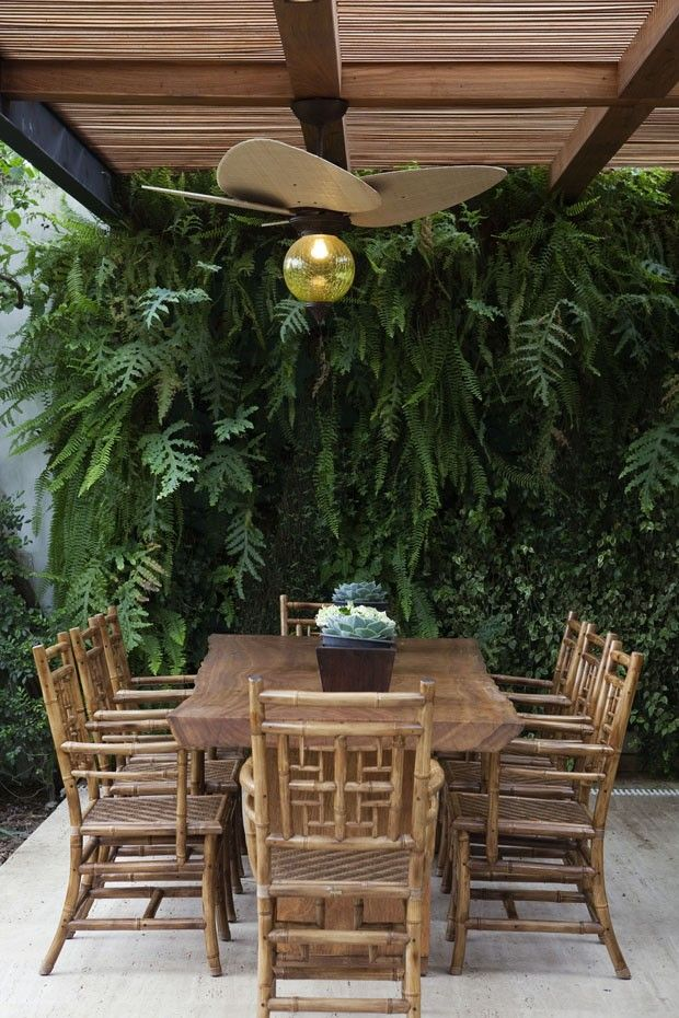 Casa paulistana traz o verde para o interior Integração com o jardim teve prioridade