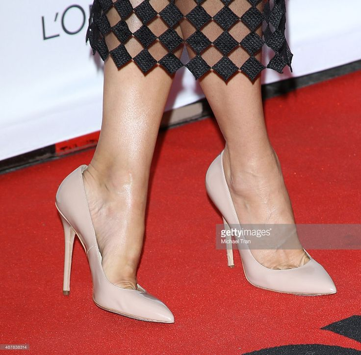 Photo d'actualité : Sandra Bullock, shoe detail, arrives at 'Our...