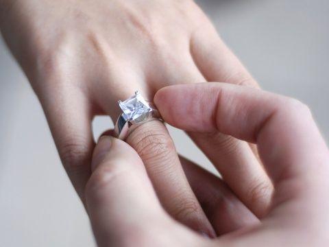 Магия колец. Как носить кольцо с пользойКольцо - это не только статус, мода и красота, это еще и оберег. Даже, если это самое простое колечко, оно может помогать Вам в жизни.О том, что кольца и брасле…