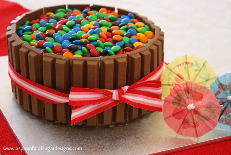 Kit Kat Birthday Cake - A Spoonful of Sugar... CAKE DECORATION IDEA ....NICE AND EASY ......