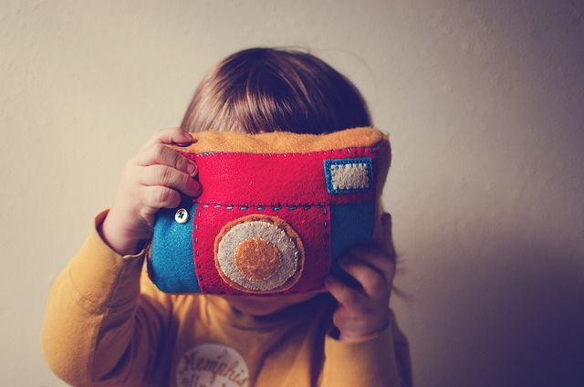 a sweet felt camera...{no pattern}: Embroidery Applies, Free Pattern, Diy Felt, Baby Projects, Crafts Night, Felt Cameras, Applique Pattern, Stuffed Animal, Cameras Tutorials