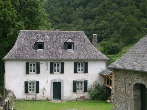 ~ Béarn Pyrenees France home exchange ~ how I'd love to stay here!
