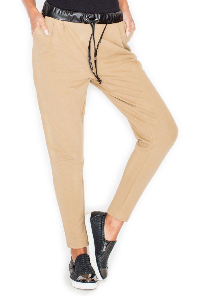 Spodnie ze skórzanymi wstawkami