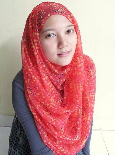 Hijab   Polka Shawl in Red   www.jiilaanhijabs.com
