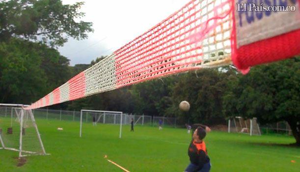 En #CaliMundial se juega Fistball durante los Juegos Mundiales. Video: http://www.elpais.com.co/elpais/fistball/videos/juegos-mundiales-cali-2013-juega-fistball-voleibol