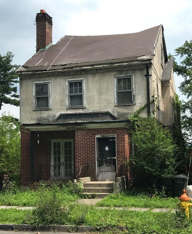 302 Grand St Newburgh. Abandoned home