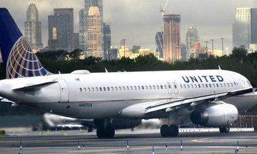 Merriam-Webster Dictionary Trolls United Airlines Over Definition Of 'Volunteer' | The Huffington Post