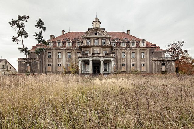 1000 images about abandoned on pinterest plantation for Old plantation homes for sale cheap