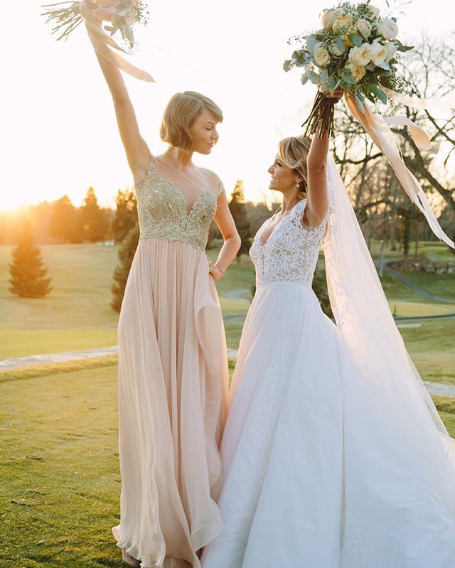 Pin for Later: Here's Why Taylor Swift's Bridesmaid Dress Looks So Darn Familiar And They Looked Simply Stunning! Great choice, ladies!