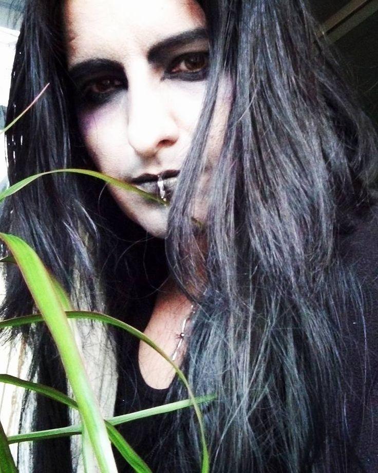 Румын называет себя наследником Дракулы  D8b7eb0410eab30a801e3e478df4d66b--gothic-men-vampires