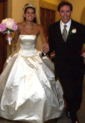 Angie Harmon and Jason Sehorn were married on June 9, 2001 in Dallas, Texas. The bride wore a strapless satin Vera Wang gown and Neil Lane antique tiara. They have three daughters.