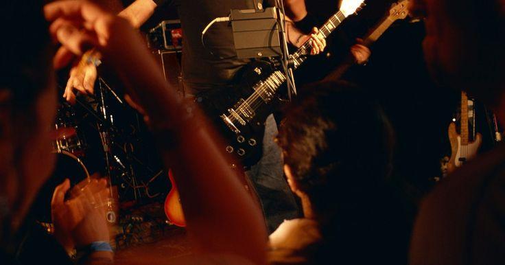 Cómo crear estrategias de marketing para vender boletos de conciertos . Los promotores de conciertos rentables comprenden el equilibrio entre la promoción exitosa, el precio y las ventas globales. La creación de estrategias exitosas de marketing para vender entradas de conciertos requiere de un gran conocimiento del mercado local y la demanda global de la banda, así como de la organización o festival. La maximización ...