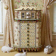How cute is this chest?!!<3<3<3