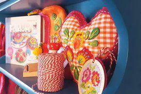 handwerkjuffie, handwerken, handicraft, diy, stephanie, haytink, folklore met flair, folklore, vilt, felt, craft, hart, interieur, interior, atelier, workshop, hobby, kamer, room, sew, sewingroom, color, kleur, idee, inspiratie, idea, inspiration, zimmer, heart, book, boek, fabric, scraps, storage, opruimen, stof, lapjes, home, thuis, jasba, vaas, vase, N0461024, kringloop, fleamarket, Jasba Fliesen & Mosaike, keramik, keramiek, gaatjes bord, storage, board, wandbord, ophangen, gereedscha...