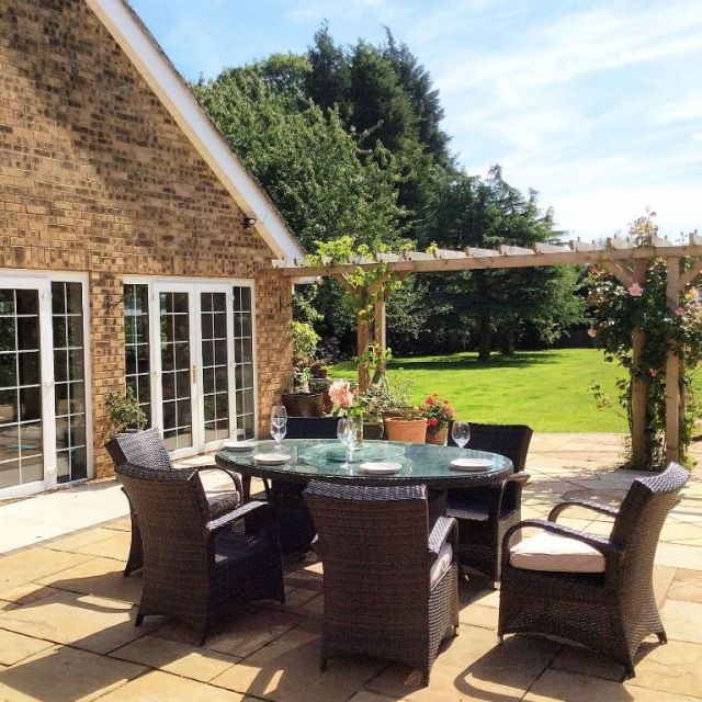 The Pinfold - Sleeps 16 - Preston, Oakham Rutland - self catering in East Midlands. The Hen House – fabulous hen party accommodation and amazing wedding venues. http://www.henpartyvenues.co.uk/cottage/rut4303/Preston-Oakham/The-Pinfold/