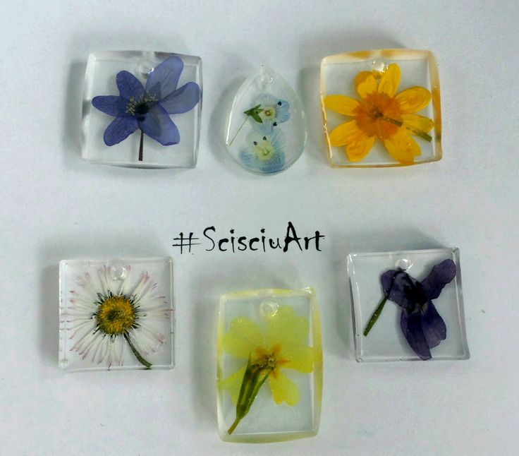 Ciondoli in resina con fiori pressati
