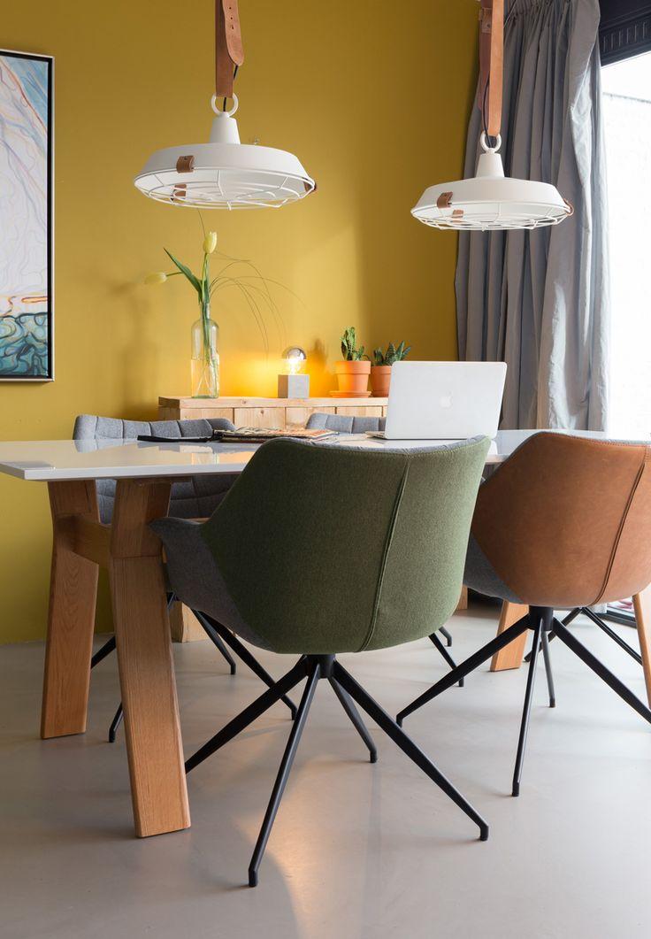 Su DALANI MAGAZINE: Zuiver, brand olandese di arredamento casa. Interior design e stile eclettico. Lampada Treppiede, sedia Soulton. sedia OMG.